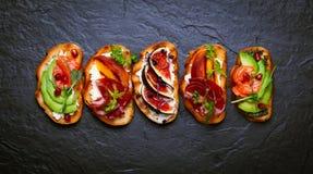 Комплект сортированного bruschetta стоковое фото