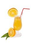 Комплект стекла коктеила. Ураган с апельсиновым соком и померанцовым ломтиком стоковые фото
