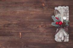 Комплект таблицы рождества серебряный деревянное предпосылки старое Стоковое фото RF