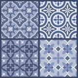 Комплект 4 традиционных богато украшенных португальских восточных плиток иллюстрация штока
