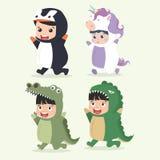 Комплект характеров маленького ребенка шаржа в костюмах животных иллюстрация штока