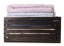 Комплект цвета полотенец в ванне коробки Стоковые Фотографии RF