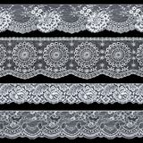 Комплект элегантных белых лент шнурка на черной предпосылке Br шнурка Стоковые Изображения
