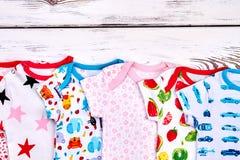 Комплект bodysuits младенца бренда естественных Стоковое фото RF
