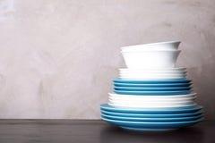 Комплект dinnerware на таблице стоковые фотографии rf