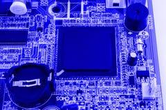Компоненты электроники на современной материнской плате компьютера ПК с шлицем соединителя RAM и гнездом C.P.U. Стоковая Фотография RF