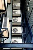 Компрессор кондиционера воздуха установленный в старое здание Стоковое Изображение