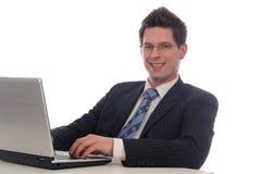 компьтер-книжка бизнесмена используя Стоковые Фотографии RF