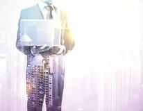 компьтер-книжка бизнесмена Стоковые Фотографии RF