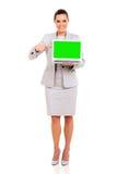 Компьтер-книжка бизнес-леди стоковое изображение rf
