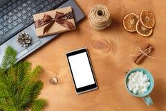 Компьтер-книжка и телефон с пустым экраном для рекламы рождества сезонной Стоковое фото RF