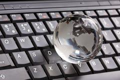 компьтер-книжка клавиатуры глобуса Стоковое Изображение