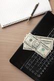 компьтер-книжка клавиатуры доллара кредиток Стоковые Изображения RF