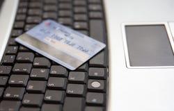 компьтер-книжка клавиатуры кредита карточки Стоковые Фотографии RF