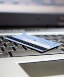 компьтер-книжка клавиатуры кредита карточки Стоковая Фотография