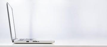 компьтер-книжка компьютера самомоднейшая стоковая фотография rf