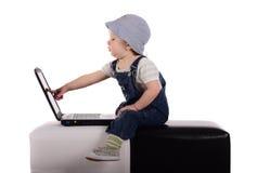 компьтер-книжка мальчика немногая Стоковая Фотография RF