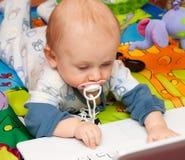 компьтер-книжка мальчика Стоковое фото RF
