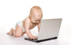 компьтер-книжка младенца близкая довольно вверх по работе Стоковое Изображение RF