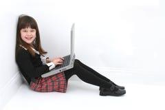 компьтер-книжка ребенка используя Стоковое Изображение