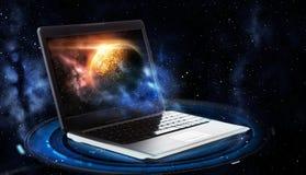 Компьтер-книжка с виртуальным hologram планеты и космоса Стоковое Фото