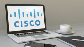 Компьтер-книжка с логотипом cisco systems на экране Перевод передовицы 3D современного рабочего места схематический Стоковые Изображения