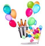 Компьтер-книжка с пивом и воздушными шарами Стоковое Фото