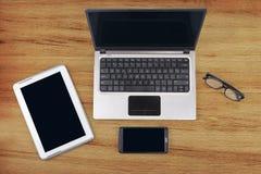 Компьтер-книжка с цифровыми таблеткой и smartphone Стоковое фото RF