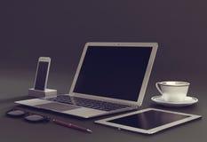 Компьтер-книжка с цифровыми таблеткой и spartphone Стоковые Фото