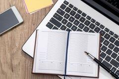 компьтер-книжка, тетрадь, ручка, доллар, телефон Стоковое Изображение RF