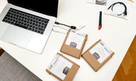 Компьтер-книжка 15 Яблока MacBook Pro с множественным USB-C к локальным сетям USB Стоковые Изображения