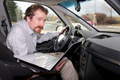 компьтер-книжка gps водителя используя Стоковое Изображение