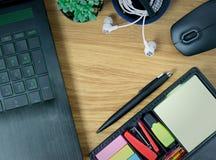 Компьтер-книжка Omputer мышь кактуса ручка и наушник Стоковые Изображения RF