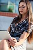 компьтер-книжки деятельность женщины outdoors Стоковые Изображения