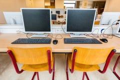 2 компьютера в классе на средней школе Стоковые Фотографии RF