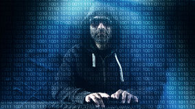 Компьютерный программист печатая на клавиатуре, хакер рубя на ноче Стоковое фото RF