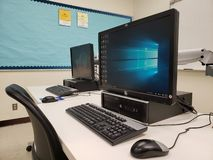 Компьютеры в классе стоковая фотография rf