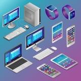 Компьютеры и цифровые устройства в isometry на голубой предпосылке иллюстрация вектора