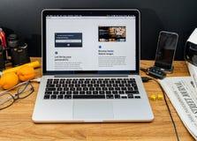 Компьютеры Эпл на объявлениях WWDC самых последних нового sfari просматривают стоковые фотографии rf