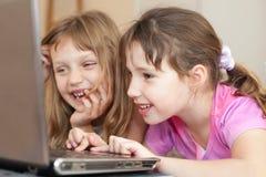 компьютер детей используя Стоковое Изображение RF