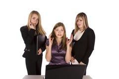 компьютер расстроил 3 женщин стоковые фотографии rf