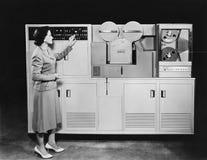 КОМПЬЮТЕР 1950's (все показанные люди более длинные живущие и никакое имущество не существует Гарантии поставщика что будет никак Стоковое Изображение
