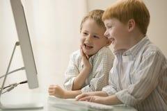 компютерные игры братьев играя 2 Стоковое Изображение RF