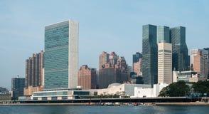Комплекс штабов Организации Объединенных Наций и полет США постоянный к Стоковые Фотографии RF