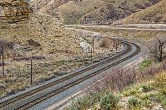 2 комплекта следов изгибая через каньон Стоковая Фотография