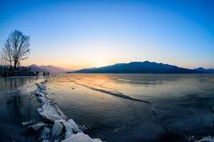 Комплекты солнца ледника в зиме Стоковые Изображения