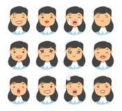 Комплект азиатского характера emoji Значки эмоции стиля шаржа Изолированные воплощения девушки с различными выражениями лица Плос Стоковые Фотографии RF