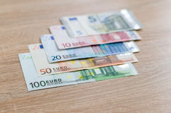 Комплект банкнот денег от 5 к евро 100 Стоковое Изображение RF