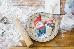 Комплект блюд украшенных с снеговиком изображения Стоковая Фотография RF