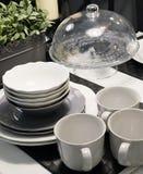 Комплект блюд фарфора, шаров, плит и кофейных чашек Стоковые Изображения